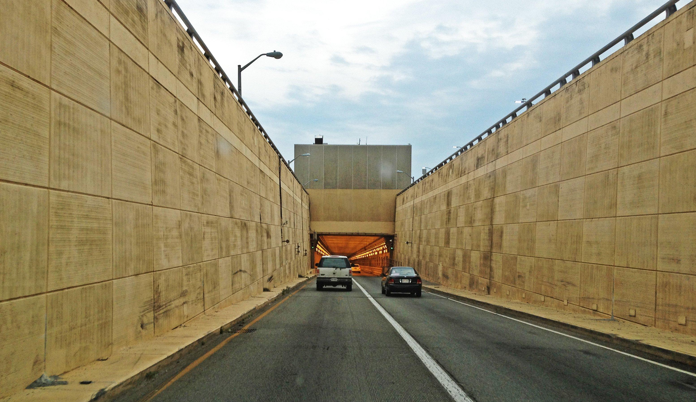 Hampton_Roads_Bridge_Tunnel_-_on_Interstate_64_Eastbound_-_panoramio_(3)